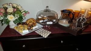 buffet, gathering, Outlander, pocket Jamie, flowers