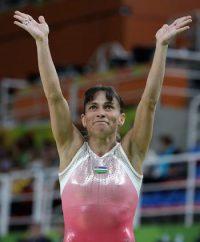 553862_re_oksana-chusovitina-41-year-old-gymnast-stuns-on-the-vault-at-7th-olympics-8212-watch